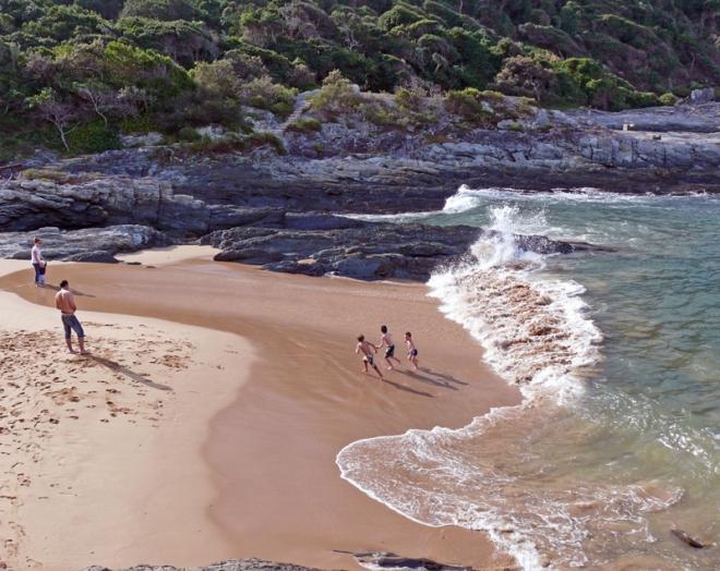 escaping the waves on Mooibaai