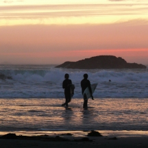 surfers-on-chesterman-beach
