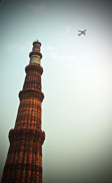 Qutb-Minar-and-aeroplane