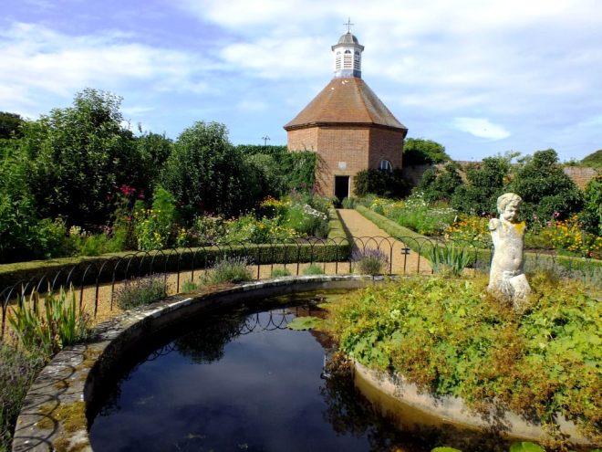 F - Felbrigg garden