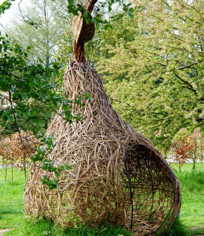 Wicker 'Pear'