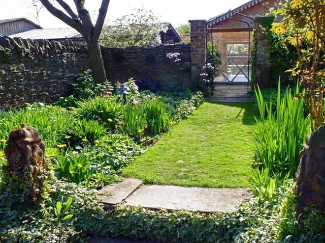 outside-the-bathing-pool-garden