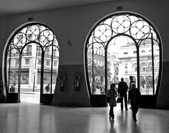 R - Rossio Station doors