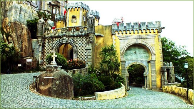 sintra-pena-palace-gateway