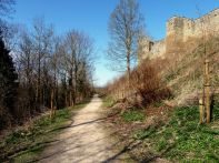 Walk around the castle walls