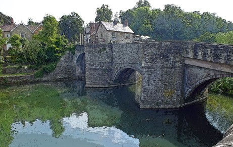 Ludford bridge with the Charlton Arms in the background