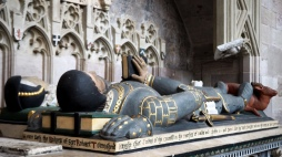 Tomb of Robert Townshend and his wife