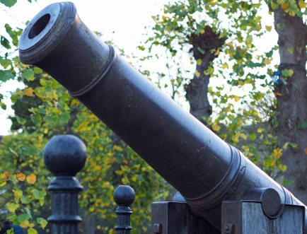 The cannon outside the castle (November)