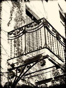 Floorless balcony